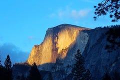 Половинный заход солнца купола, национальный парк Yosemite Стоковые Фото