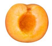 Половинный зрелый абрикос изолированный на белой предпосылке Стоковые Изображения