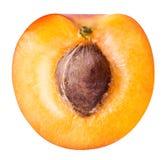 Половинный зрелый абрикос изолированный на белой предпосылке Стоковое Изображение RF