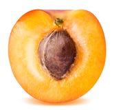 Половинный зрелый абрикос изолированный на белой предпосылке Стоковые Изображения RF