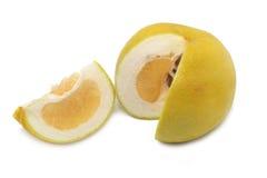 Половинный и кусок грейпфрута изолированные на белизне Стоковое фото RF