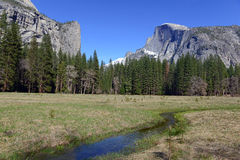 Половинный купол в национальном парке Yosemite, горах сьерра-невады, Калифорнии стоковое изображение