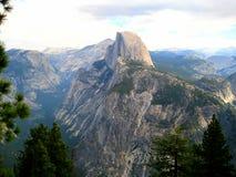 Половинный купол в Yosemite (Калифорнии, США) Стоковые Фото