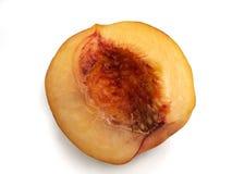 Половинный персик изолированный на белой предпосылке Стоковые Изображения RF