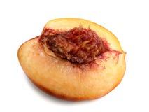 Половинный персик изолированный на белой предпосылке Стоковое Изображение
