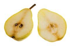 2 половинных груши изолированной на белой предпосылке Стоковые Фото