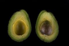 2 половины авокадоа Стоковые Фотографии RF