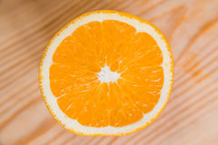 Половины апельсина белизна студии макроса здоровья еды хлопьев мозоли предпосылки Сок от плодоовощ Стоковые Фото