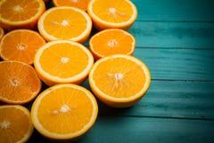 Половины апельсина на таблице Стоковые Изображения