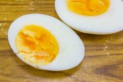 2 половины вареного яйца Стоковые Изображения RF