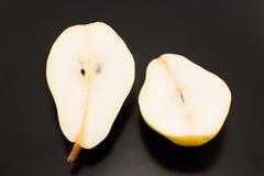 2 половины груши изолированной на черноте Стоковая Фотография RF