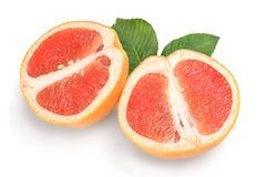 2 половины зрелого грейпфрута изолированной на белой предпосылке Стоковые Изображения RF