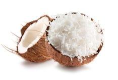 2 половины кокоса при хлопья кокосов изолированные на белом b Стоковые Фотографии RF