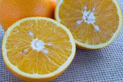 2 половины оранжевого крупного плана Стоковое фото RF