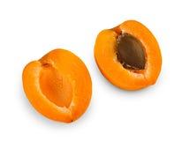 Половины одного зрелые свежие абрикоса изолированные на белой предпосылке Стоковое Изображение