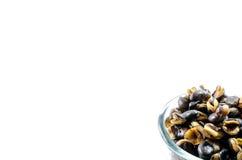 Половины предпосылки фасоли fava, зажаренной в духовке и солёной стоковое фото rf