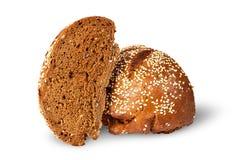 2 половины хлеба рож с семенами сезама Стоковое фото RF