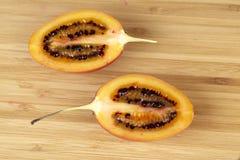 Половины Tamarillo (томата дерева) Стоковые Изображения
