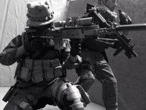 Положение боевой готовности снайпера игрушки Стоковые Изображения