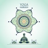 Положение лотоса йоги на предпосылке декоративного цветка Стоковое Фото