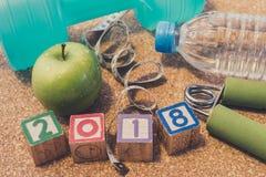 Положение плоское - счастливый Новый Год 2018 Фитнес & здоровая концепция еды стоковое фото