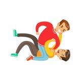 2 положения кулачного боя мальчиков, агрессивный задира в красном верхе длинного рукава воюя другого ребенк нажимая его к земле Стоковая Фотография RF