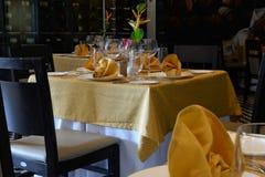 Положенные таблицы в ресторане Стоковая Фотография RF