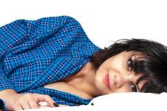 положите женщину в постель Стоковая Фотография