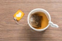 положите линии в мешки изолированные иконой деталей кофейной чашки ровную белизну вектора чая стоковая фотография
