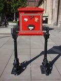 положите красный цвет в коробку столба Стоковая Фотография