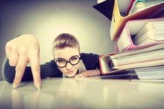 Положительная бизнес-леди начинает работать Стоковая Фотография RF