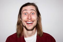 Положительное изумление Удивленный молодой мужчина стоковое изображение rf