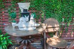 Положительный знак в саде Стоковые Фотографии RF