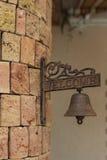 Положительный знак с колоколом кольца Стоковые Изображения RF