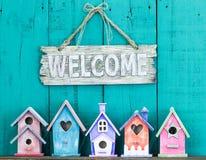 Положительный знак с смычком собранием birdhouses Стоковое Изображение