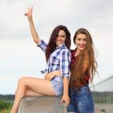 2 положительных подруги битника Стоковая Фотография