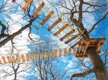Полоса препятствий для тренировки против голубого неба Стоковое Изображение
