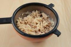 Полоскать законсервированное мясо тунца стоковое изображение rf