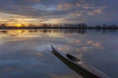 Полоскать каяка восхода солнца Стоковые Изображения RF
