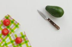 2 полотенца, авокадо и томата Стоковое фото RF