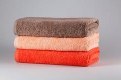 3 полотенца ванны других цветов Стоковая Фотография