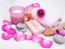 Полотенца ванны с розовыми розами Стоковое Изображение RF