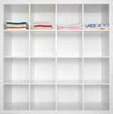 Полотенца в linen шкафе Стоковое Изображение