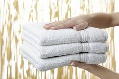 полотенца кучи белые Стоковые Изображения