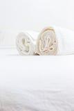 Полотенца на кровати Стоковые Фотографии RF