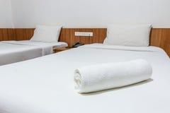 Полотенца на кровати Стоковое Изображение RF