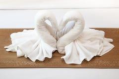 2 полотенца на кровати Стоковые Изображения RF
