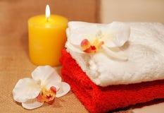 2 полотенца с орхидеей Стоковые Изображения