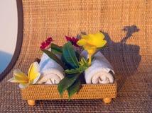2 полотенца с цветками Стоковая Фотография