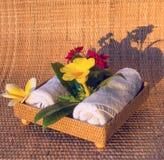 Полотенца с yelow и белыми цветками Стоковое Изображение RF